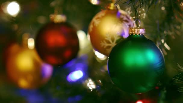 Karácsonyfa díszek színes fények