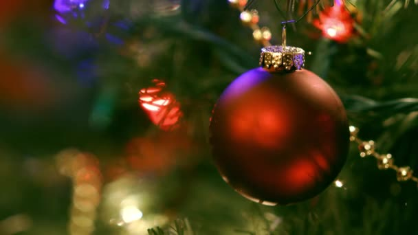 Vánoční ozdoby stromků s barevnými světly