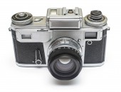 Fotografie Staré retro film fotoaparát izolovaných na bílém pozadí. Plochá ležel, horní pohled
