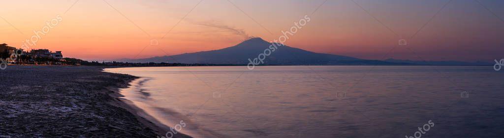 Фотообои Sunset sea beach panorama.