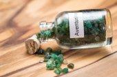 Fotografie grüner Aventurin im Glas