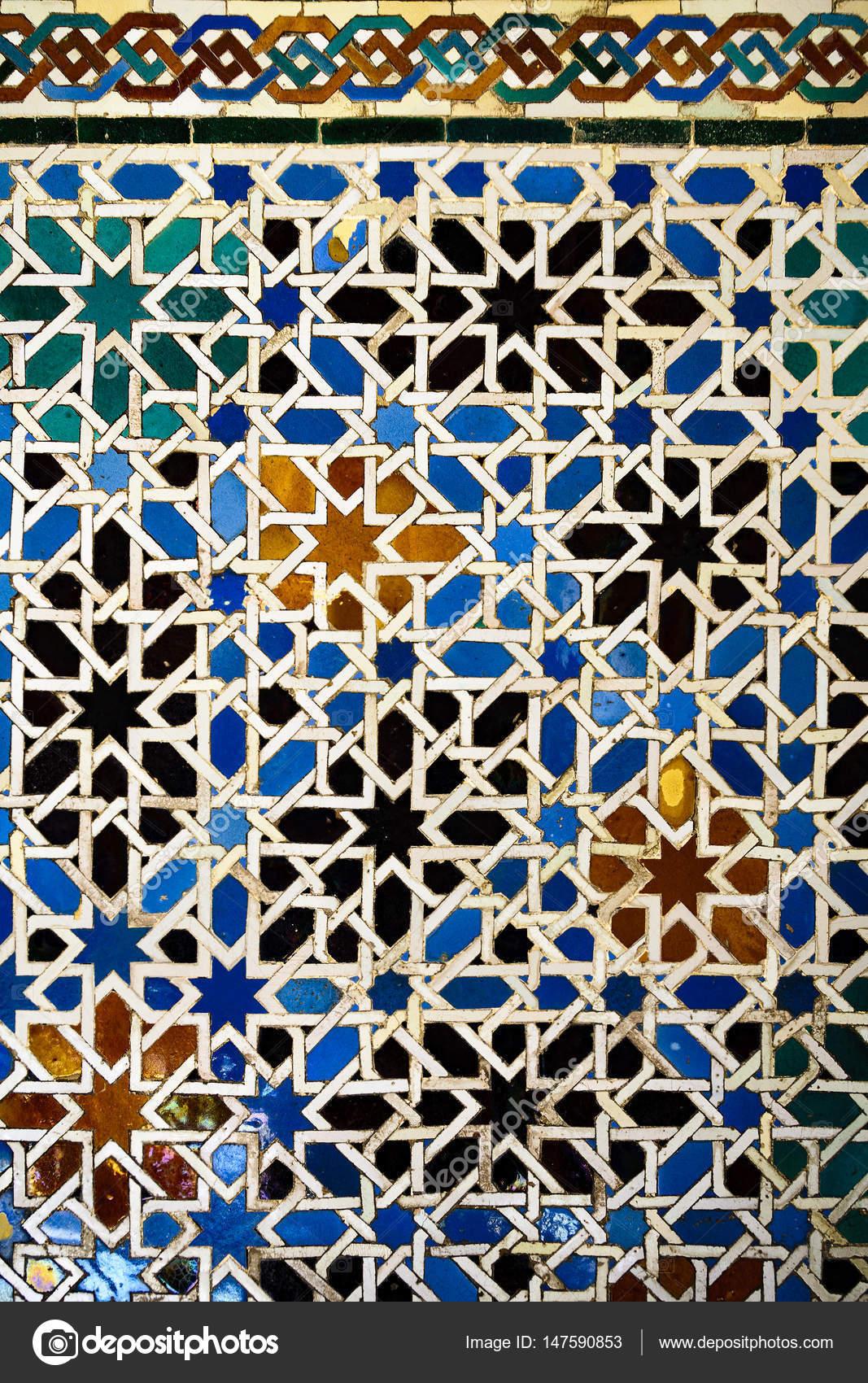 Fondo andaluz con azulejos en el alc zar de sevilla foto for Azulejos antiguos sevilla