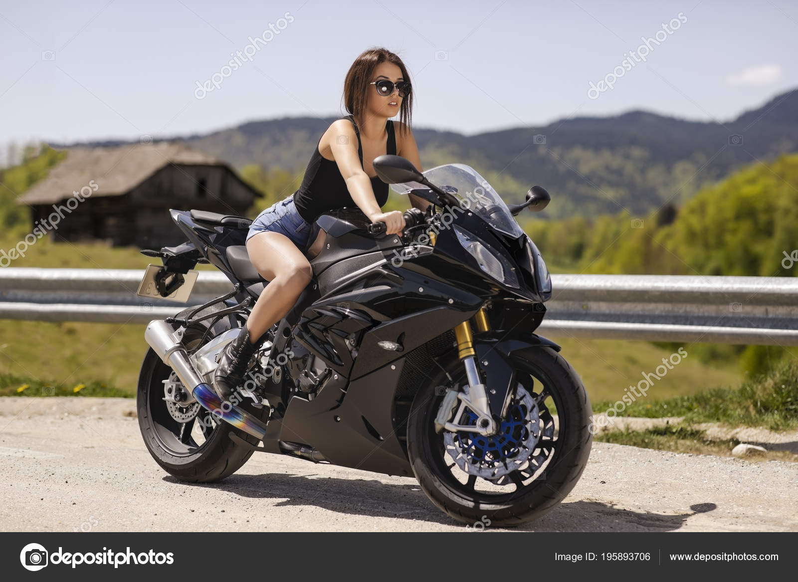 Conduire moto femme