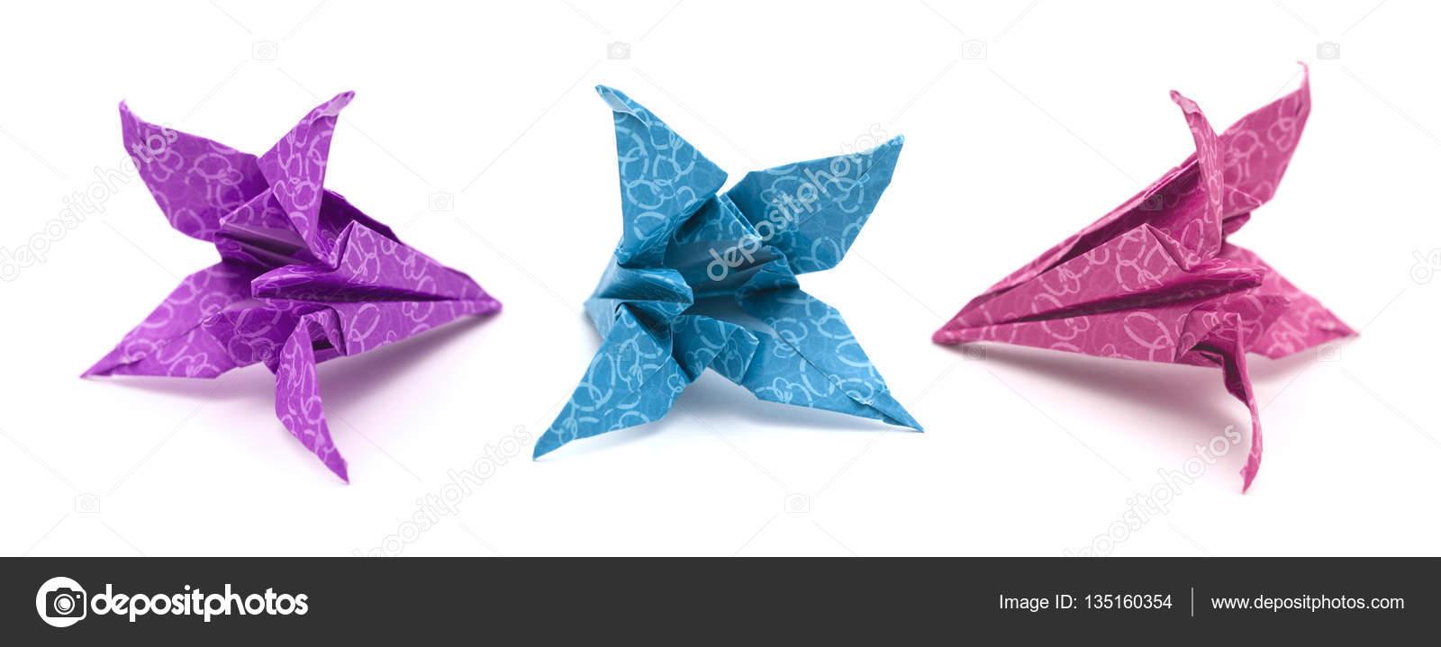 Lys En Origami modèle d'origami lys — photographie tamara_k © #135160354