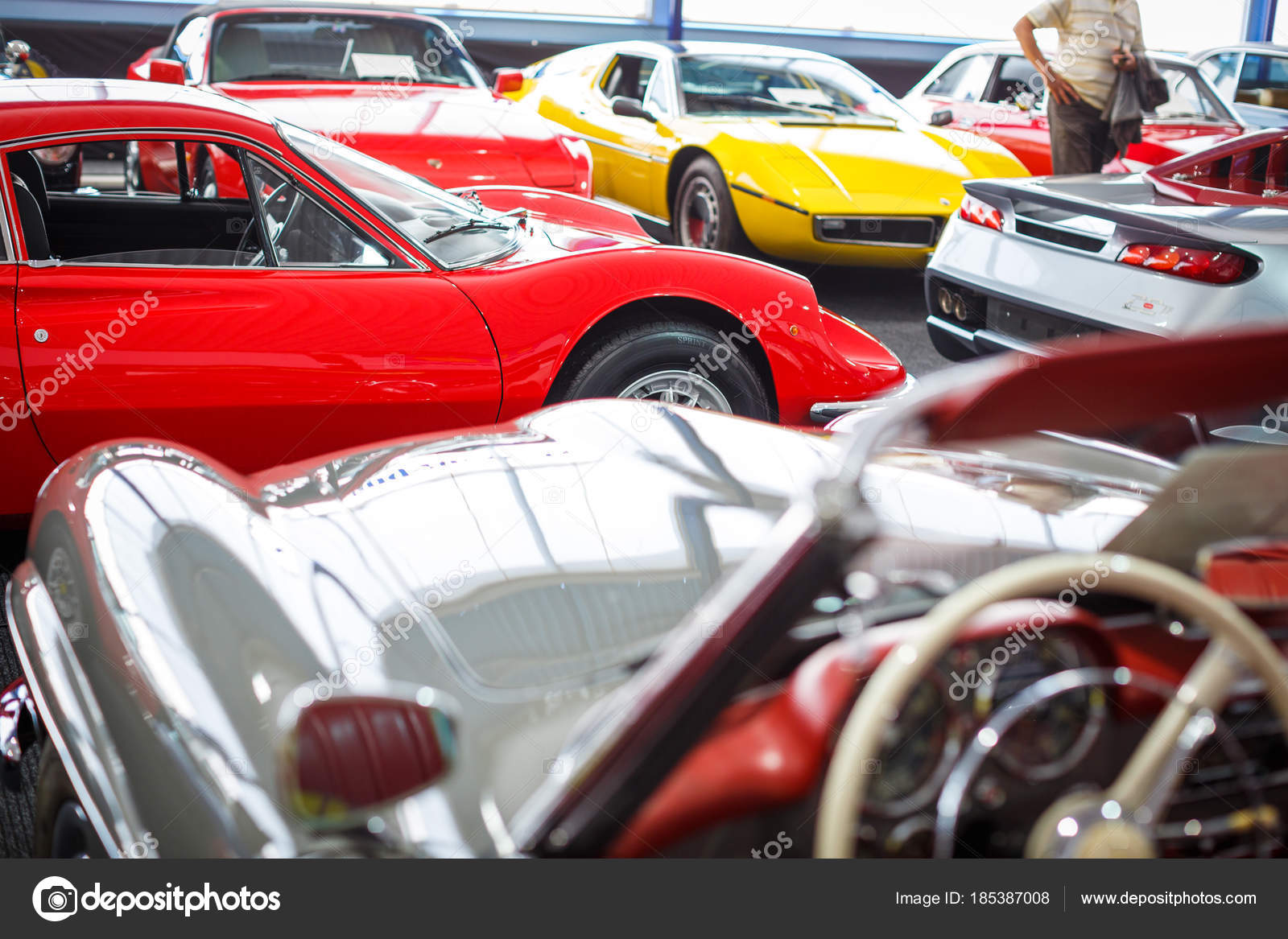 Old cars auction — Stock Photo © lightpoet #185387008