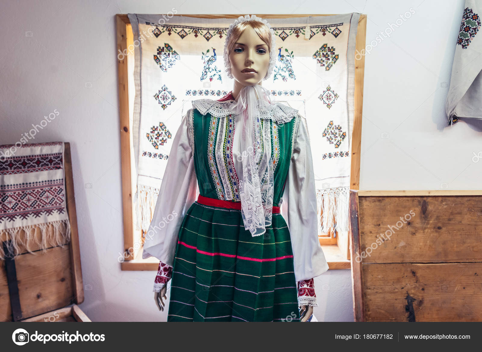 https://st3.depositphotos.com/1037718/18067/i/1600/depositphotos_180677182-stock-photo-polish-folk-costume.jpg