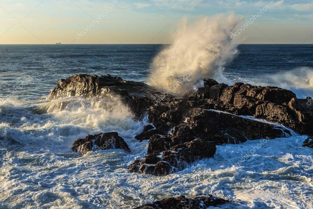 Waves in Porto