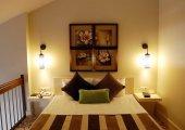 A luxus szálloda egy elegáns duplex szoba ágy.