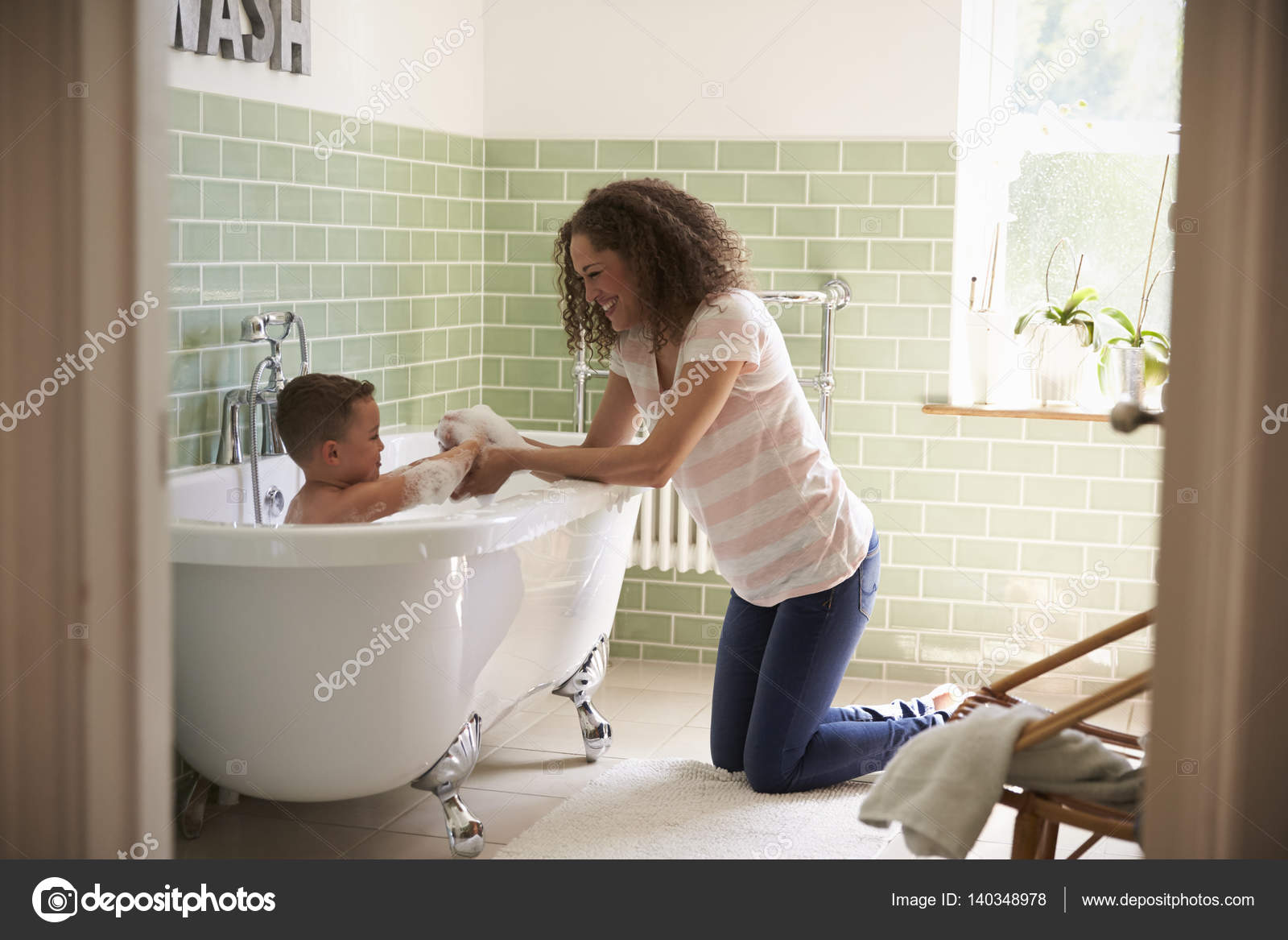 Сын и мама в ванной, Русские мама и сын трахаются в ванной 27 фотография
