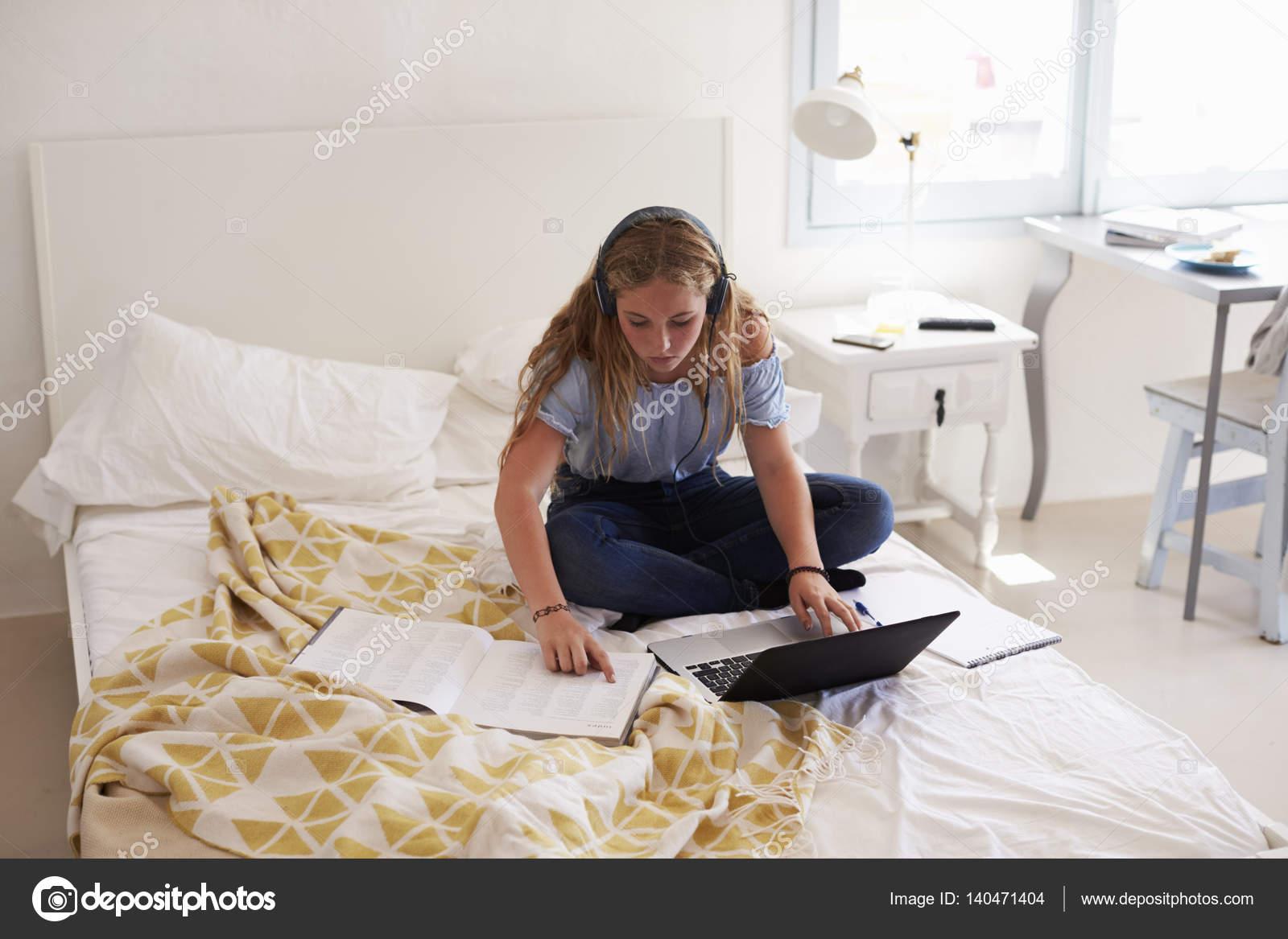 Девушки фото домашнее в постели