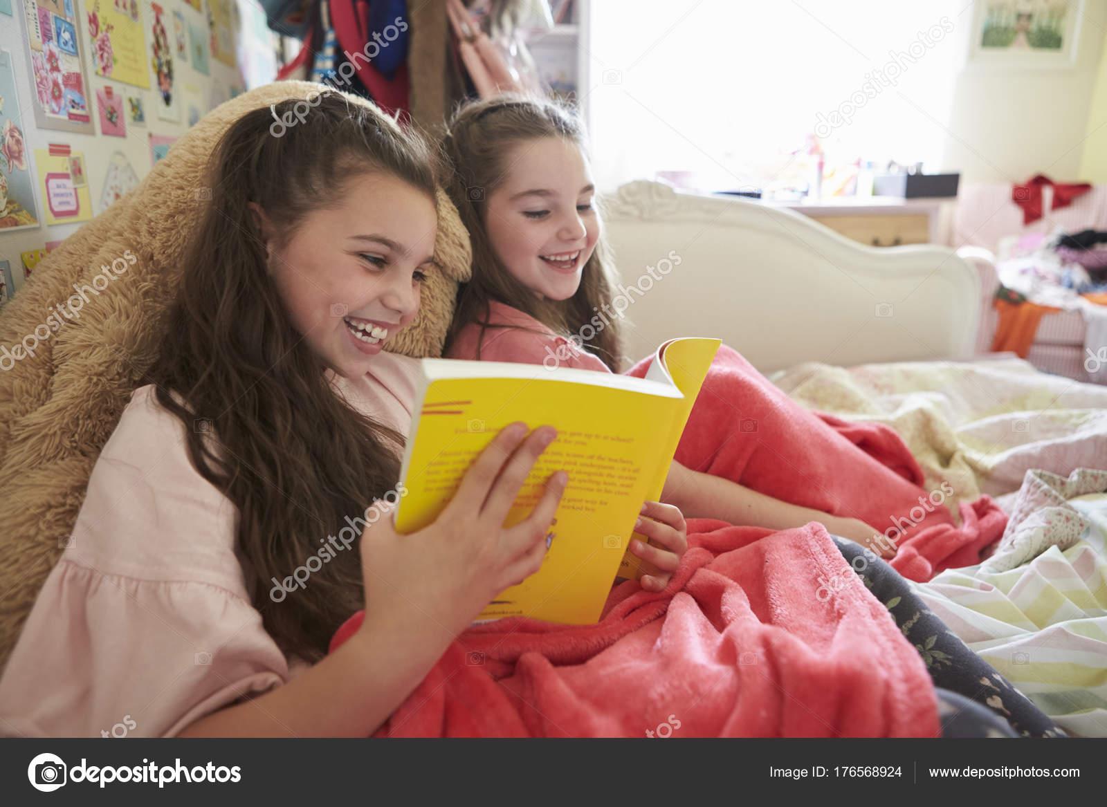 Сестра читала книгу а брат начал приставать, Сестра пристаёт к брату -видео. Смотреть Сестра 15 фотография