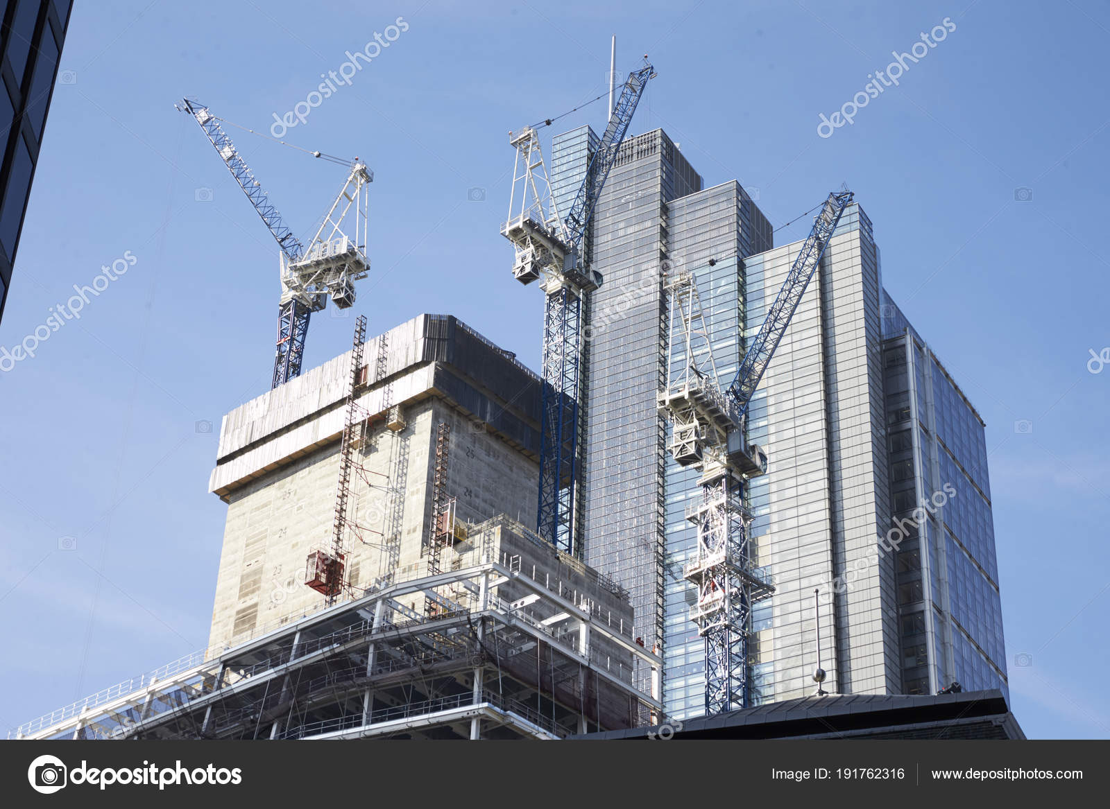 0eadd6a70a London May 2017 Cranes Working Construction Modern Tower Blocks City —  Stock Photo
