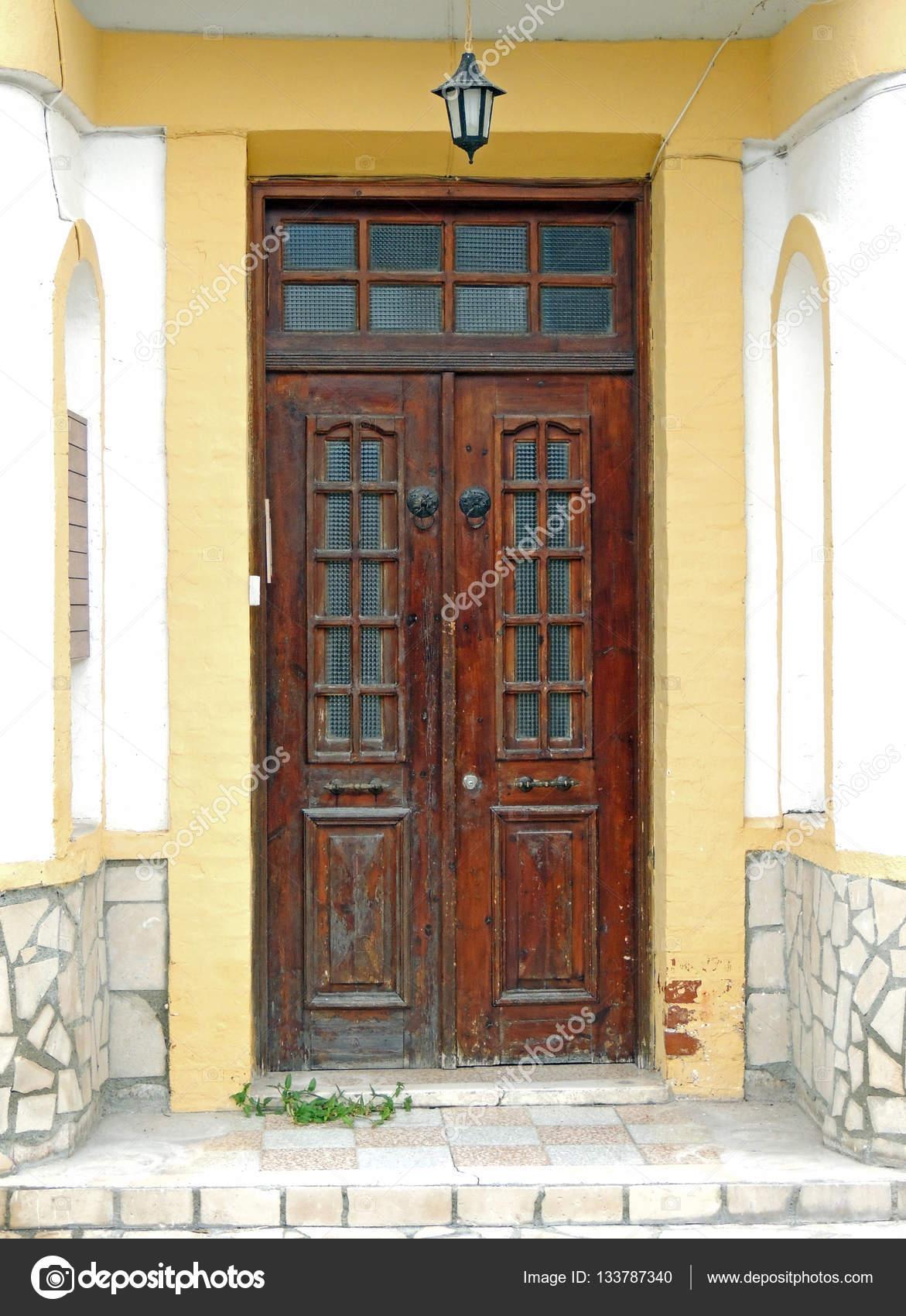 La Porte Dentrée Dans Une Maison En Pierre Et Un Village Dans Les