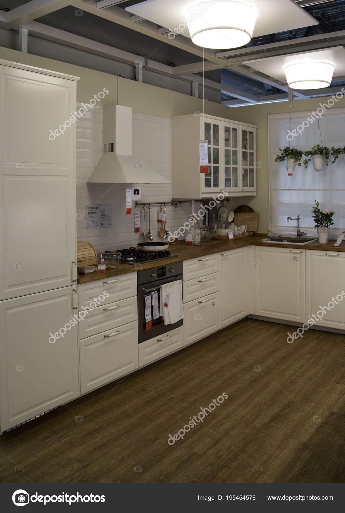 москва россия 10 мая 2018 интерьер кухни комнаты внутри магазина