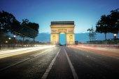 Arc de triumf na večer, Paříž, Francie