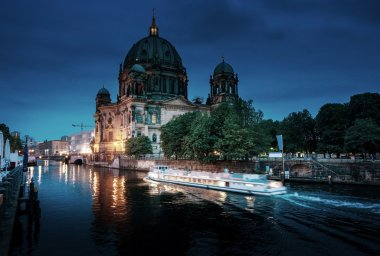 Berlin Cathedral with excursion boat on Spree river, Berlin, Ger