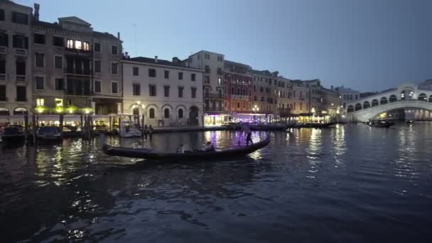 Canal Grande v západu slunce od Ponte di Rialto, Benátky, Itálie