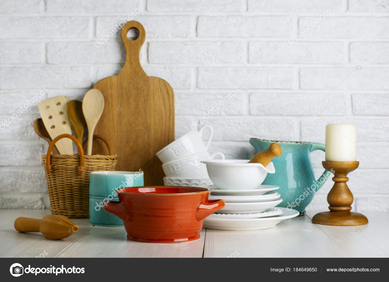 Ustensiles cuisine sur tableau blanc cuisine nature morte for Tableau blanc cuisine
