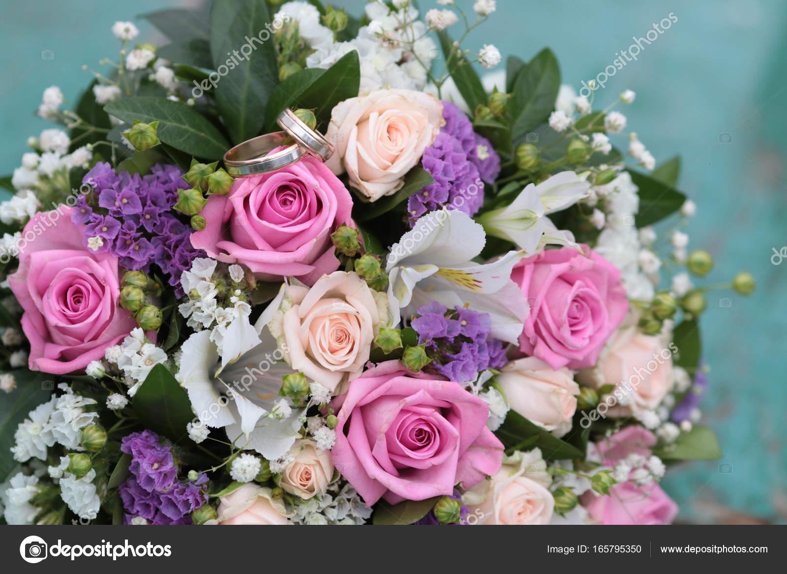 wedding rings lie in bouquet — Stock Photo © DigitalMagus #165795350