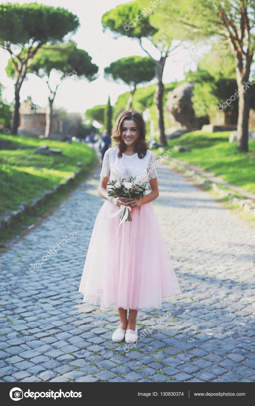 Elegante vestido de novia — Foto de stock © Nolonely #130830374