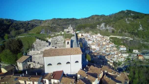 Vista panoramica di vecchia accogliente comune Cervara Di Roma, Italia