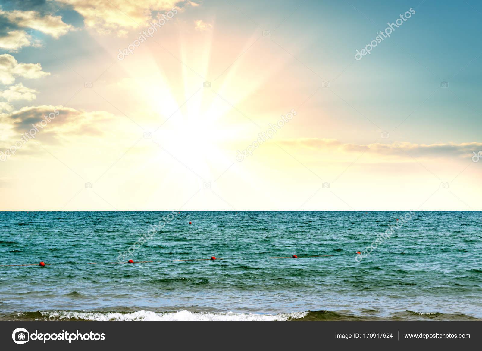 Magica Alba Sul Mare Foto Stock Cherezoff 170917624