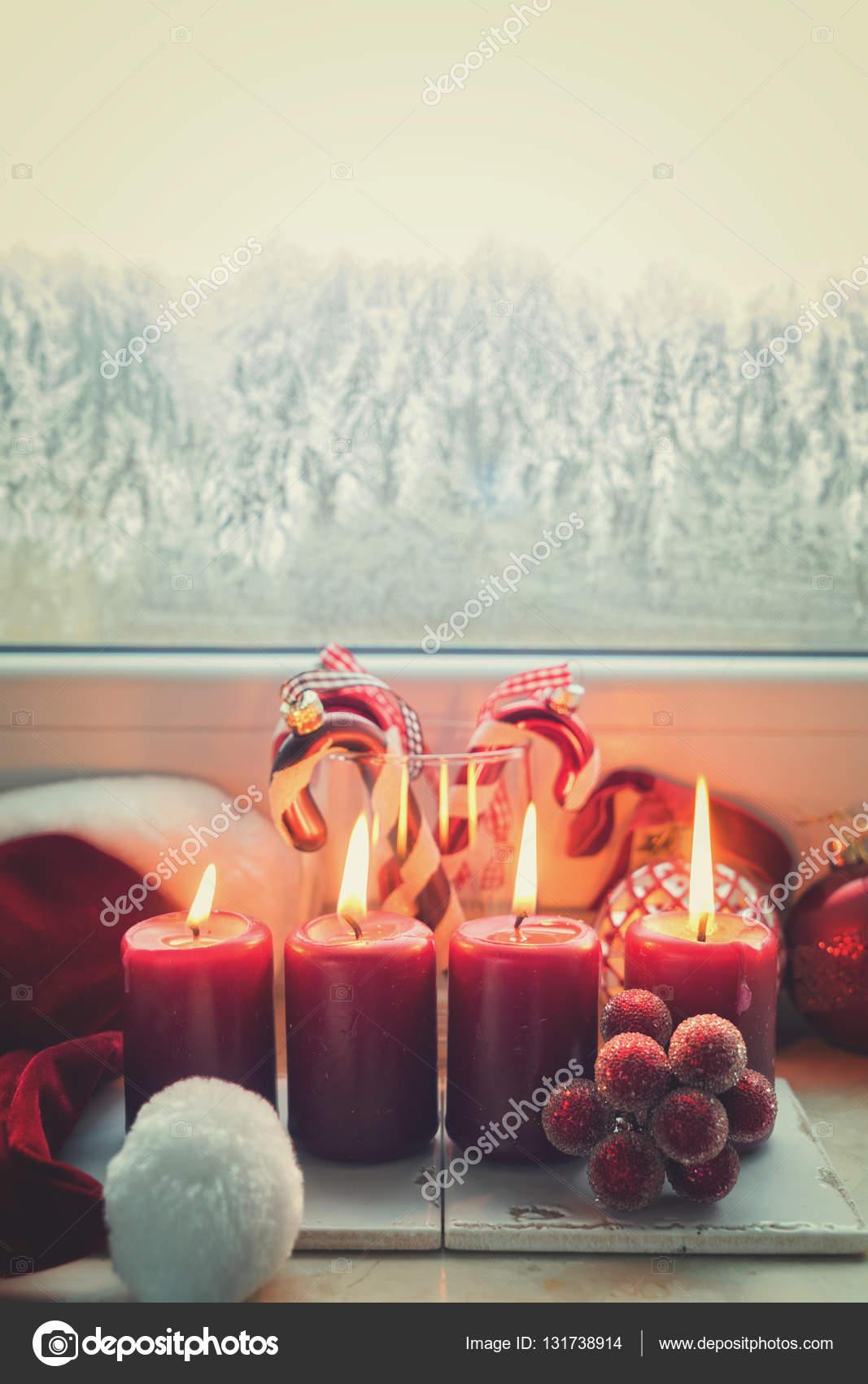 Weihnachtsszene mit brennendem Licht — Stockfoto © Neirfys #131738914