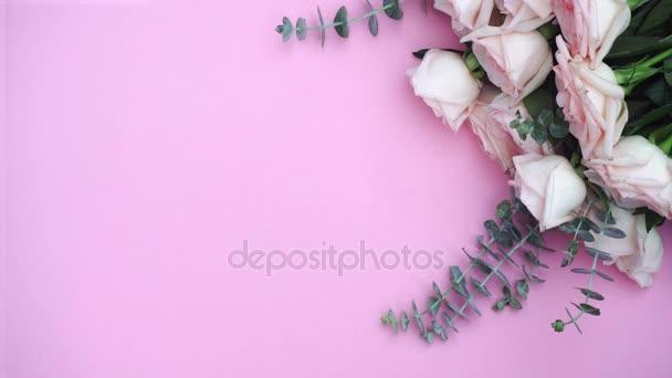dárek nebo krabičce a květiny