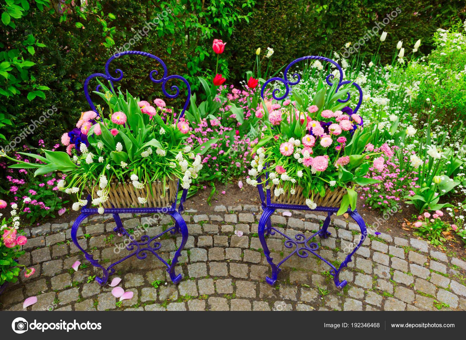 Decorazioni Da Giardino : Decorazioni da giardino primavera u foto stock neirfys
