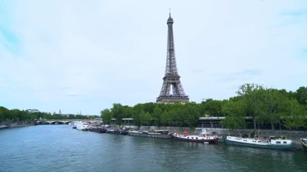 eiffel prohlídka přes řeku Seine
