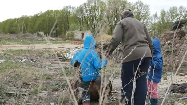 Ecology. Dump, Young children in the contaminated area together with their mother live in the future.