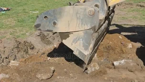 Práce speciálního vybavení na opravy silnic