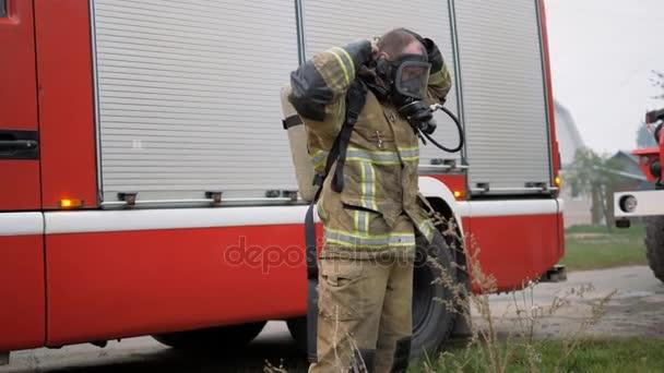 Katastrofa. Požár kamionu práce na oheň.