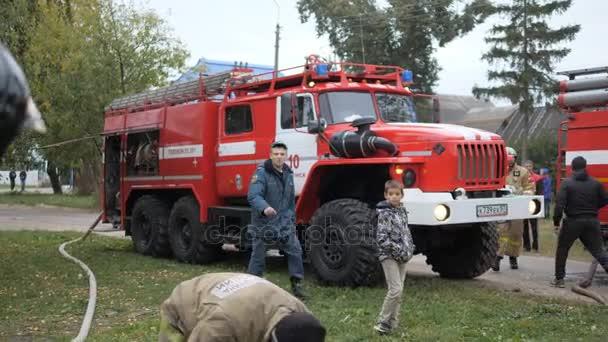 Efremovskay street, princi, Rusko, 2017.05.10. Redakční - katastrofa. Požár kamionu práce na oheň.