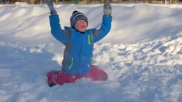 Děti si hrály na sněhu