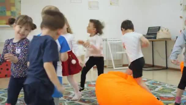 Lo sviluppo di una sala giochi per i bambini emozioni dei bambini