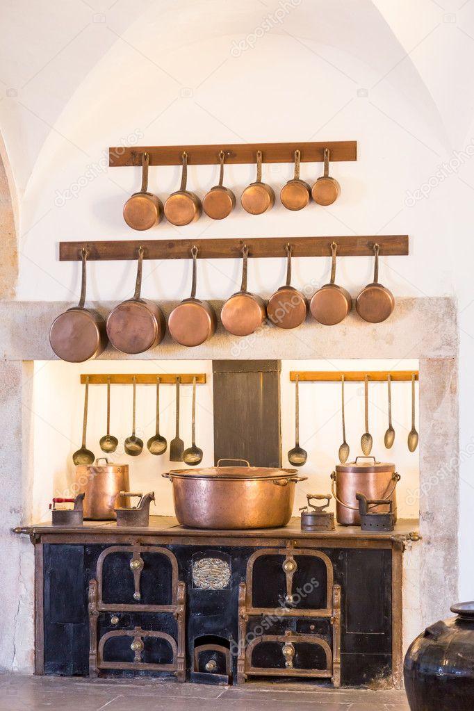 interior antigua cocina con utensilios de cocina vintage — Fotos de ...
