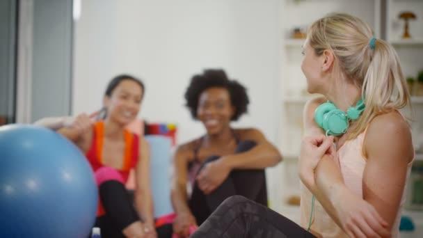nő vesz egy alkalom gyakorolni osztály