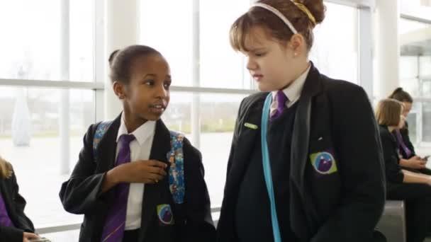 školní dívky spolu