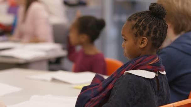 školní děti v lekci v učebně