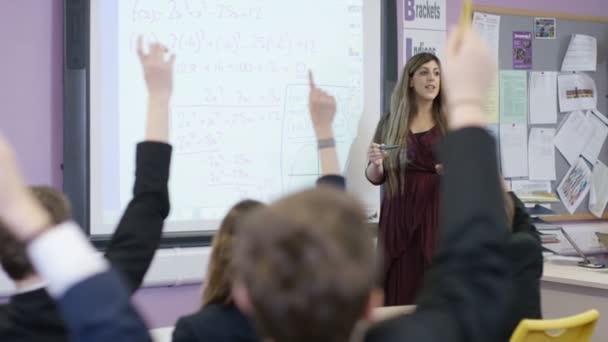 studenti kladení otázek