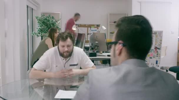 team in ufficio moderno