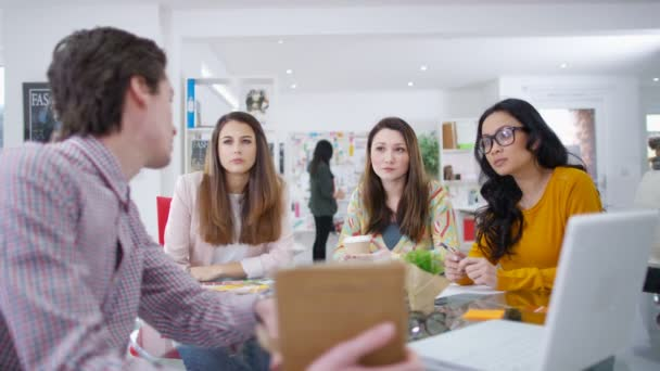 Workers  discuss idea
