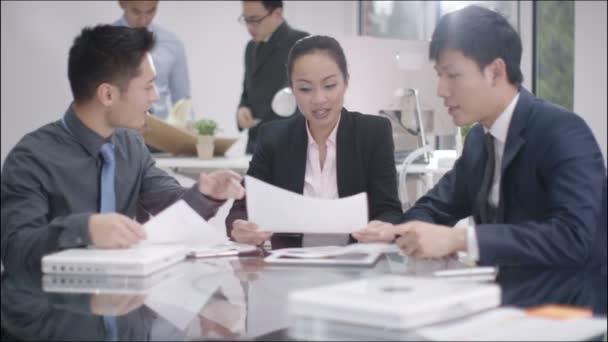 podnikatelé potřesení rukou