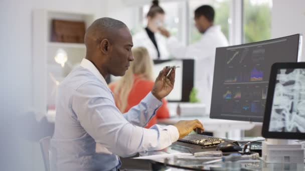 inženýři analýza technické údaje