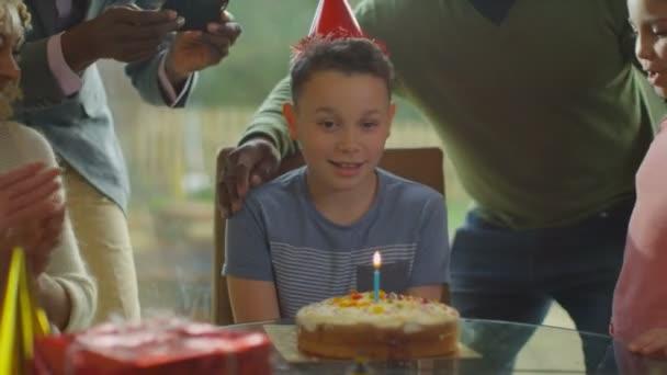 Boy slaví narozeniny