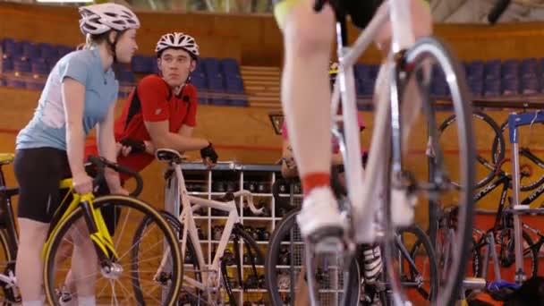 Cyklista školení na statické kole