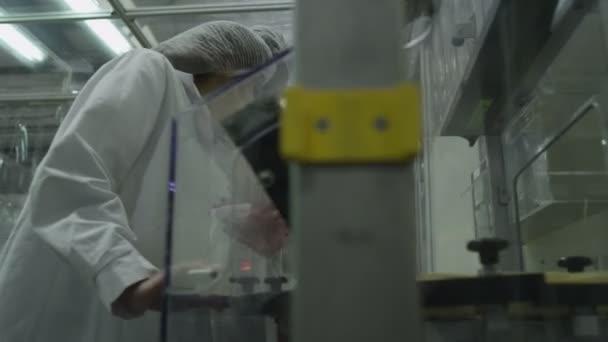 munkavállalók vizsgáljuk meg orvosi konténerek