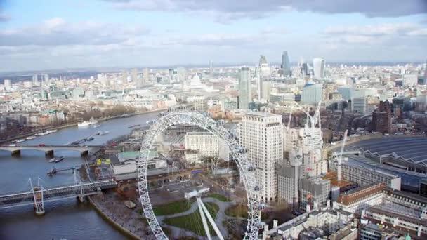 Londýn února 2017-4k panoramatickým letecký pohled, londýnské panoráma s některými z nejznámějších zajímavostí města včetně vyhlídkového kola London Eye