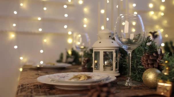 Sváteční stůl. Prostřený stůl